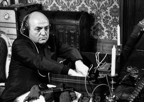 Emissions de radio : un top 10 des titres les plus loufoques et décalés  dans Amusant les-tontons-flingueurs_blier-casque